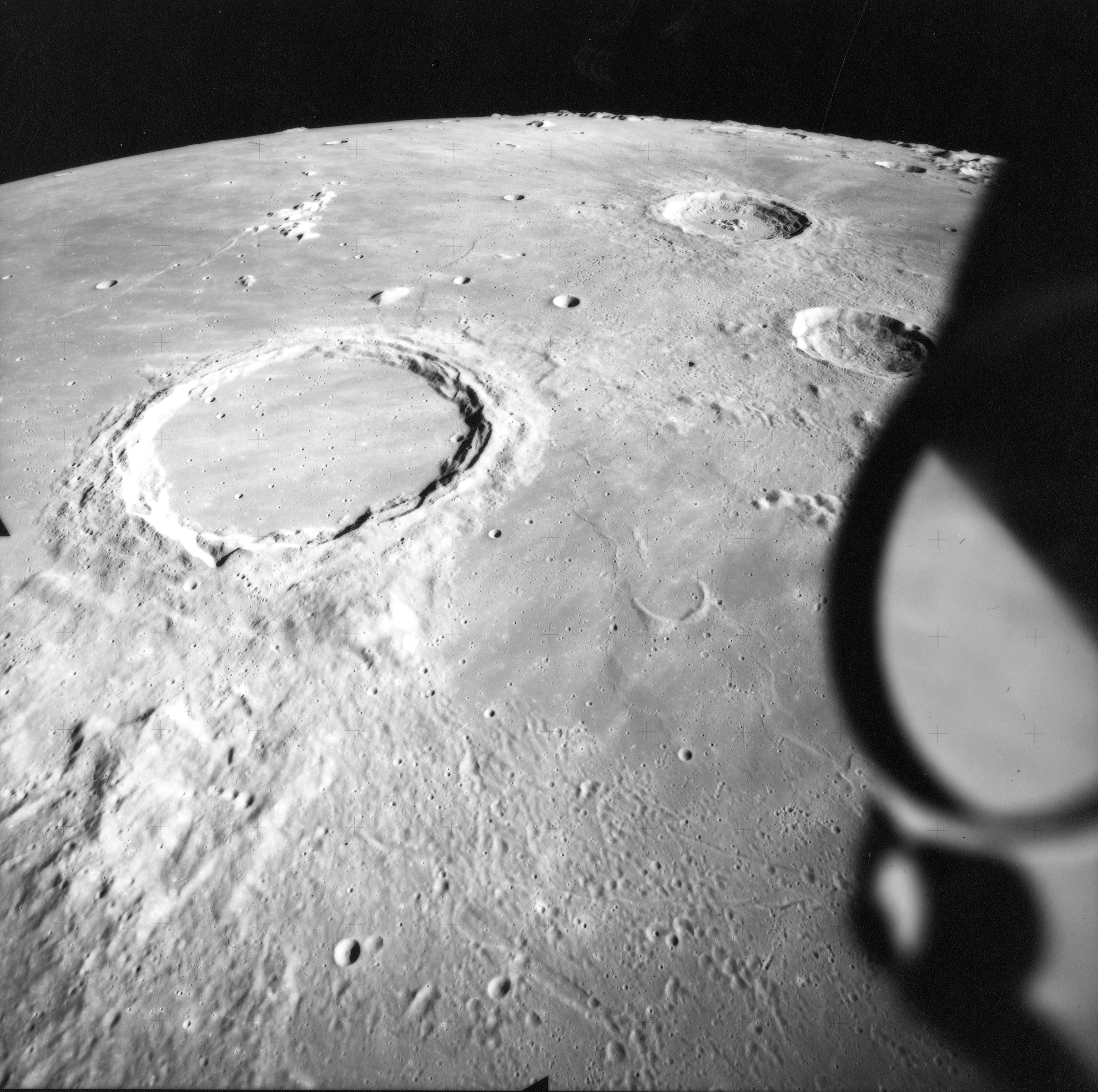 Hold-Apollo15-AS15-M-1541